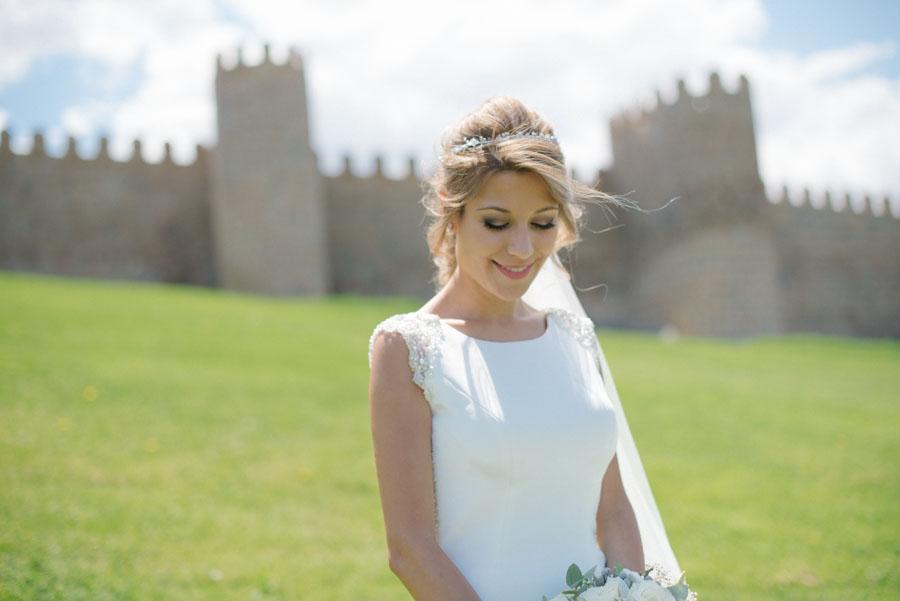 Novia en las murallas de Ávila