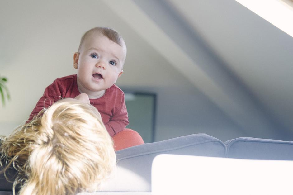 Fotografía familiar con un bebé